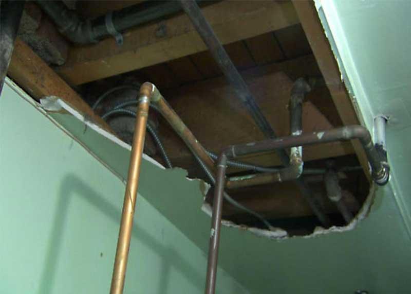 Schimmel Undichte Rohrleitungen im Keller