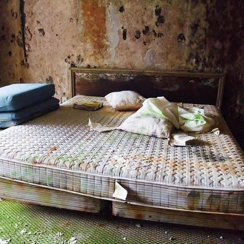 schimmel im schlafzimmer entfernen