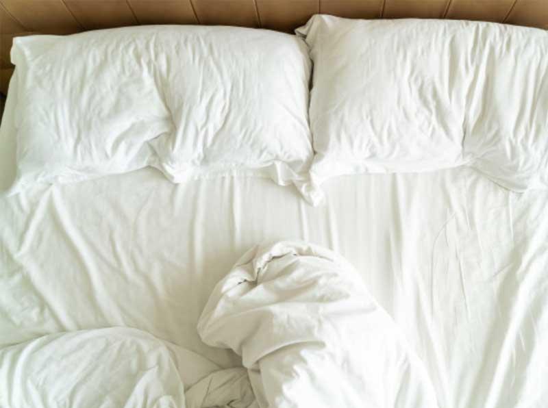 Auf Ihrem Bettlaken sind Blutflecken zu sehen