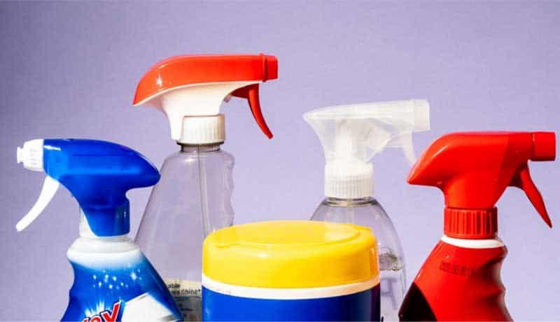 Verwenden Sie ein Alkoholspray und überspringen Sie die scharfen Chemikalien